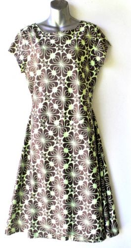 Ladies' Size XL - Hip Brown Flowers on Very Light Mint